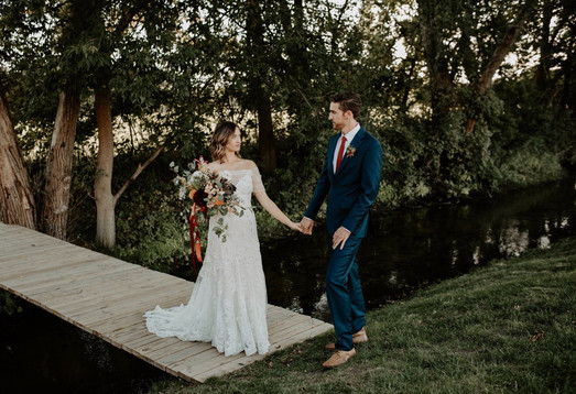 bride-groom-bridge-blue-heron-barn
