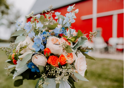 bouquet-blue-heron-red-barn