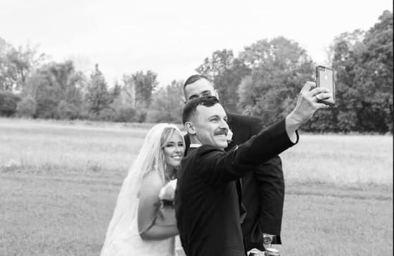 bride-groom-selfie