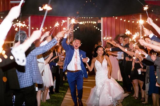 bride-groom-sparkler-exit