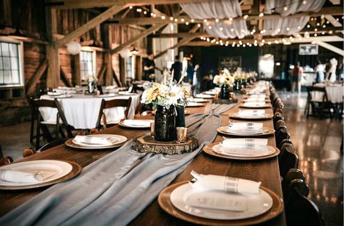 Tables-centerpieces-blue-heron-barn