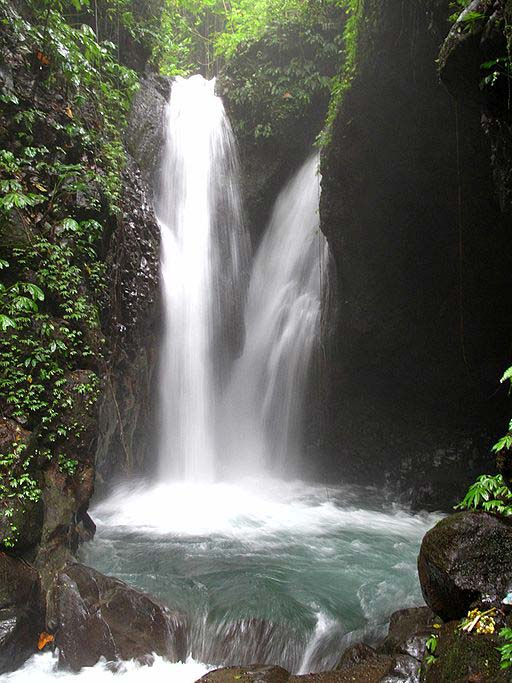 Gitgit Waterfall (photo K. Eckert)