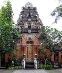 Ubud Palace (photo by M. Gunther)
