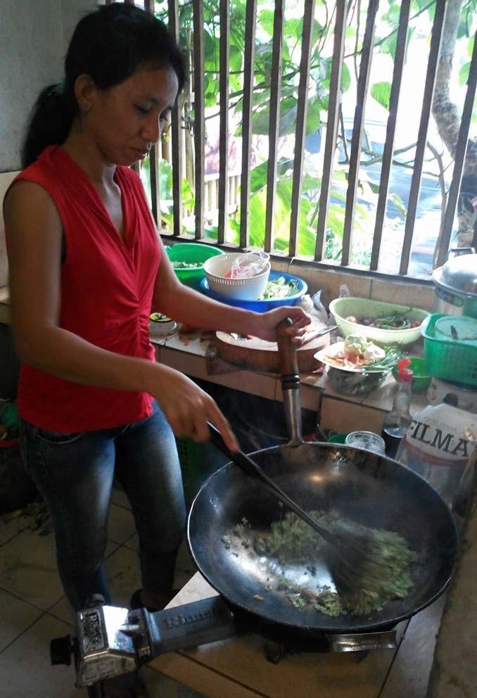 cooking nasi goreng hijau