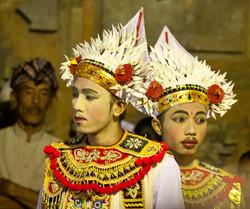Baris dance (photo by M. Margolis)