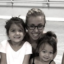 Miss Mary with CM dancers_edited.jpg