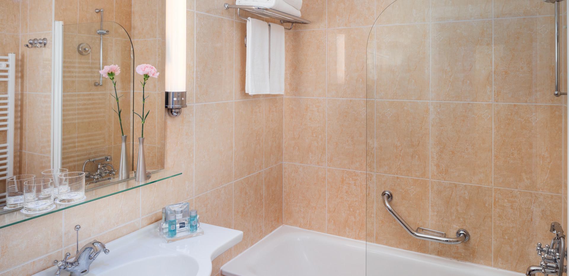 Thermia_Palace_bathroom.jpg