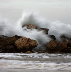 разбивая волны