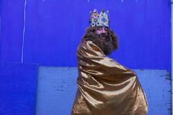Rey en dorado y azul copy