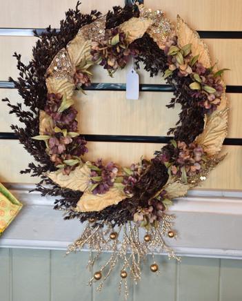 ʻUki, ʻAʻaliʻi, and Gold Leaf Wreath