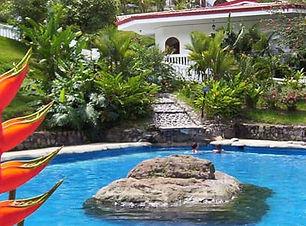 Profitez des eaux thermales, piscines et jardins à Rio Perlas