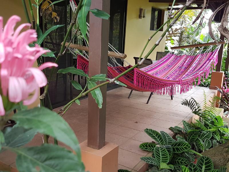 Hammac et fleurs tropicales, casita orquidea
