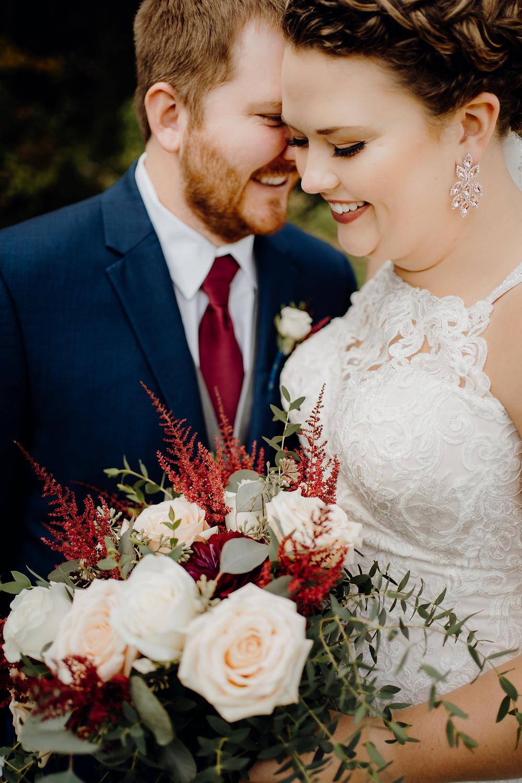 bride_groom_boquet_fall_wedding