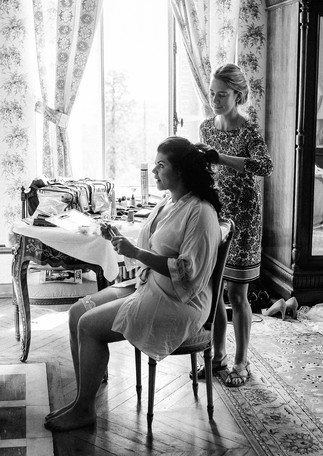 La mariée se prépare - the bride's getting ready