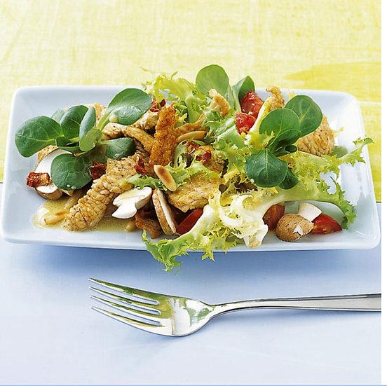 Großer Salat mit Putenstreifen