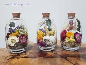 Arranjo de Flores Desidratadas na Garrafa Oval