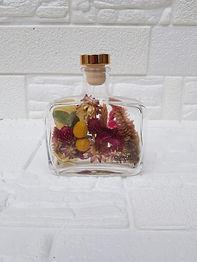 Arranjo de Flores Desidratadas na Garrafa de Wisky 200ml