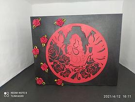 Caixa Decorativa Mulher Rosas Vermelhas