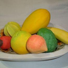 Gamela de Madeira com Frutas de Cerâmica