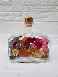 Arranjo de Flores Desidratadas na Garrafa de Wisky 500ml