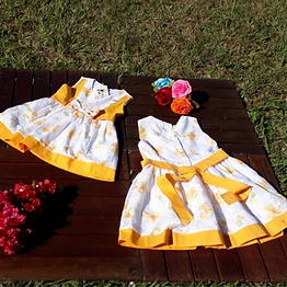 Vestido confeccionado em tecido misto Devorê Floral