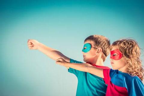 35407545-niños-superhero-contra-fondo-de