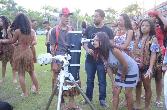 Observação com telescópios.jpg