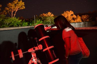Observação_com_telescópios__Foto_Larissa