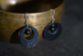 boucle d'oreille cuir noir.jpg
