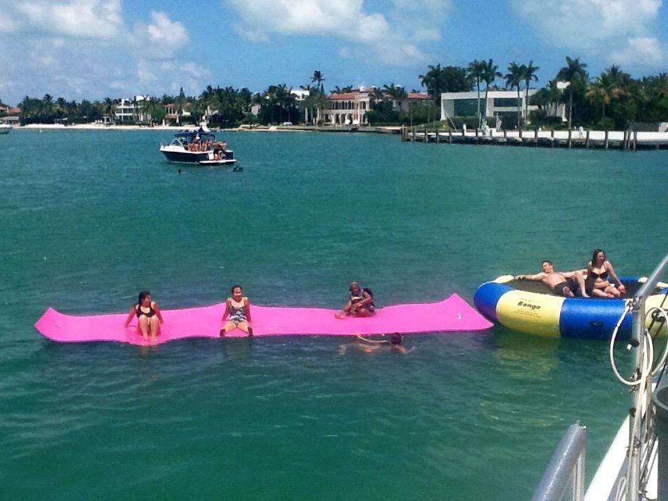 Miami_boat_party