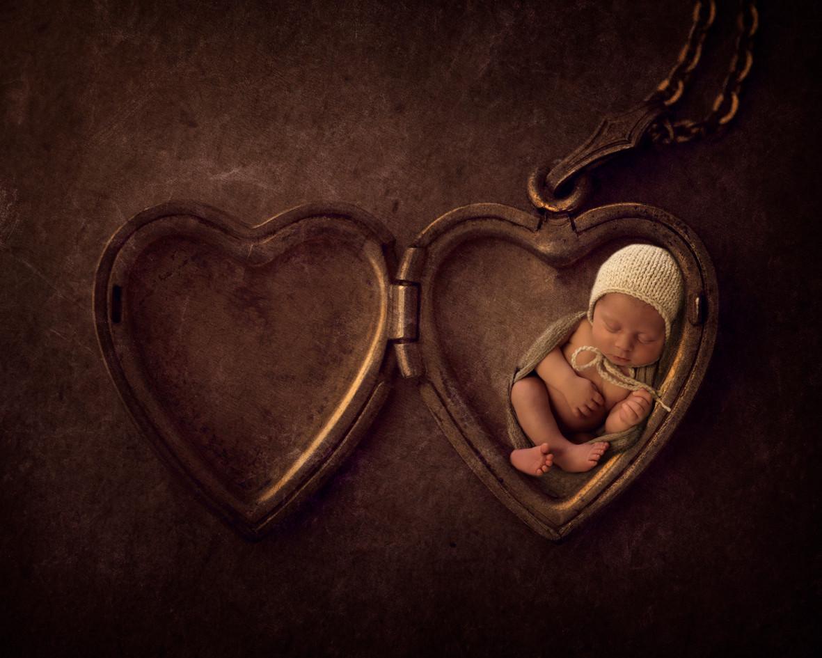 Locket Newborn.jpg