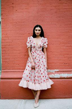 这件连衣裙是如何在瘟疫大爆发期间流行的?