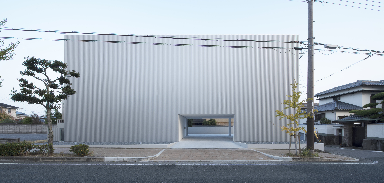 01_facade_morning