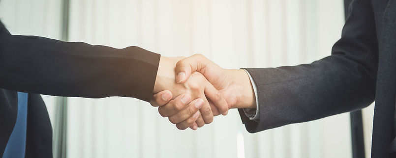 negotiating-business-image-businesswomen-handshake-happy-with-work-business-woman-she-is-e