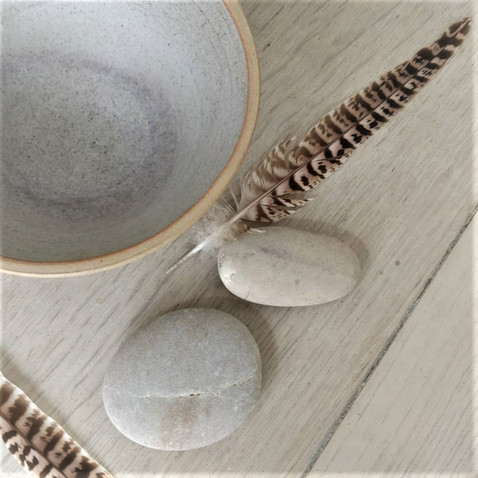 Bowl, stones and feathers