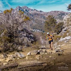 Corredor sobre montaña