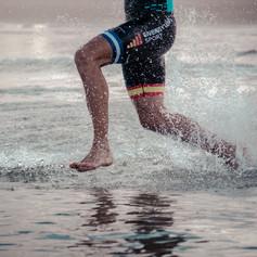 Nadador de Aquatlón en acción