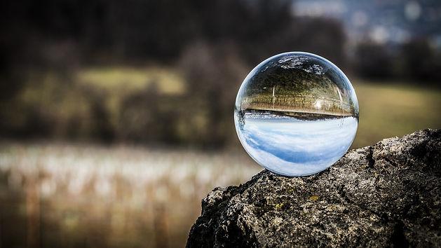 glass-ball-1563205_1920.jpg