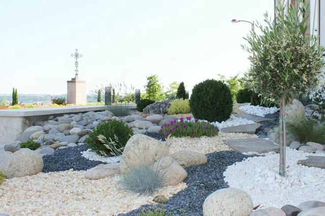 Arredare il giardino con pietre e sassi rocks gardens design for Ciottoli da giardino leroy merlin