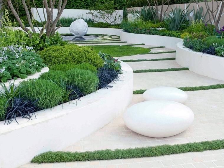 camminamento-giardino-design-moderno-tanta-vegetazione