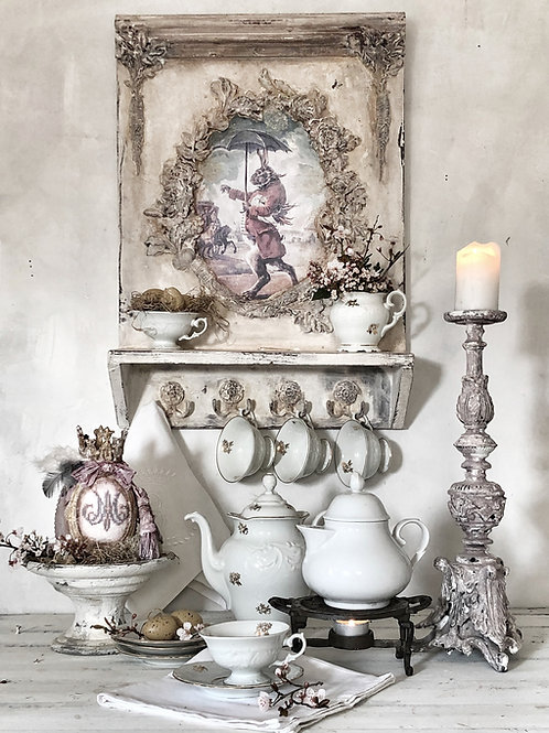 Marquis de Boissy shelf with hooks