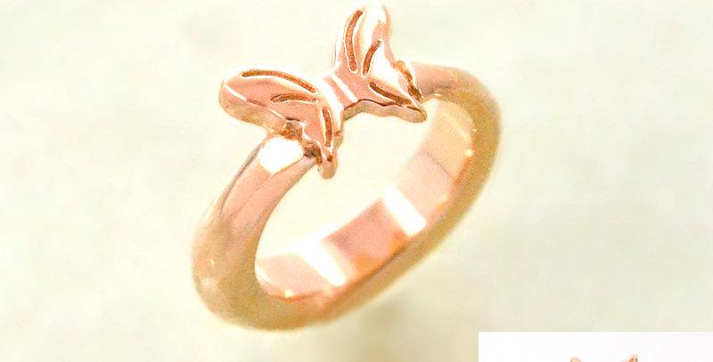 小さな蝶々のベビーリング 3月誕生石アクアマリン K10PG(10金ピンクゴールド)