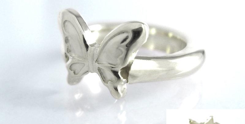 大きな蝶々のベビーリング 3月誕生石アクアマリン pt900(プラチナ)