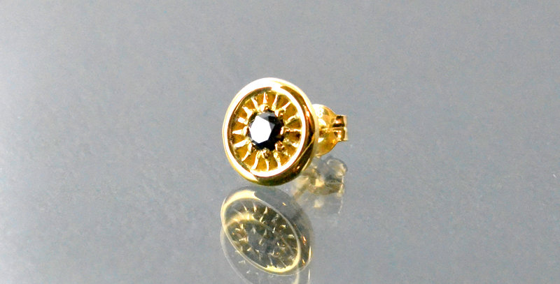 ブラックダイヤモンド付きルーン(S) ALL K18 チャームピアス