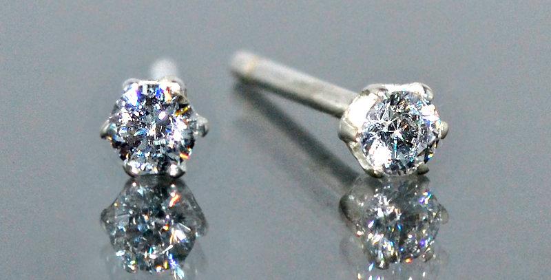 2.5mm 一粒ダイヤモンド 6本爪スタッズピアス PT900(プラチナ)