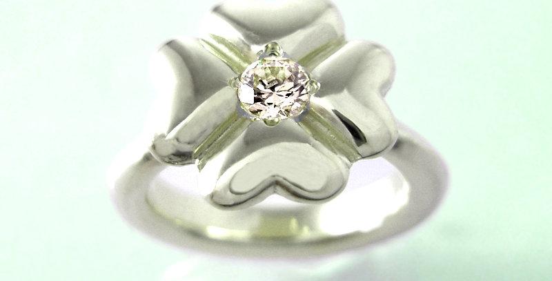 四つ葉のクローバーベビーリング 4月誕生石ダイヤモンド pt900(プラチナ)