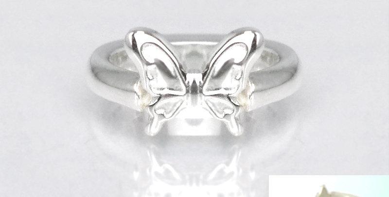 大きな蝶々のベビーリング 4月誕生石ダイヤモンド SV925(シルバー)
