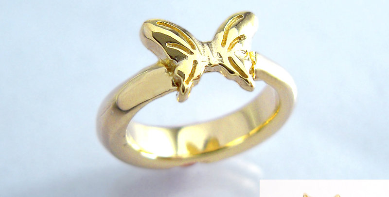 小さな蝶々のベビーリング 6月誕生石ロイヤルブルームーン K10YG(10金イエローゴールド)