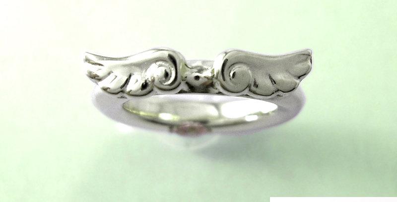 天使のベビーリング 5月誕生石エメラルド pt900(プラチナ)