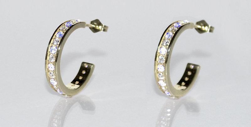 6月誕生石ブルームーンストーン&ダイヤモンド エタニティフープピアス K18WG(18金ホワイトゴールド)